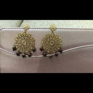 Beautiful gold disk dangling earrings w/beads